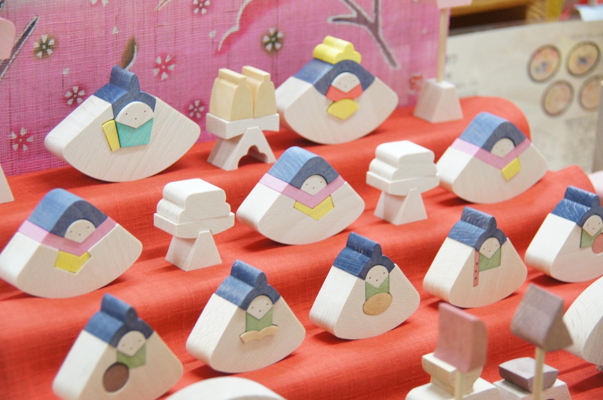 子どもが手にして遊べる組み木の節句人形【 小黒三郎段飾りのご案内 】